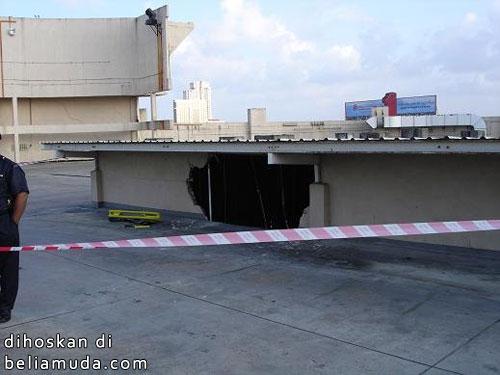 Bumbung KB Mall pecah
