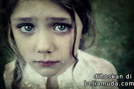 gadis-cute-menangis